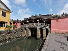 来遠橋(らいおん橋) 日本人によって造られたことから「日本橋」とも呼ばれている。 屋根つきなのが特徴。