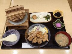 羽釜で炊いたご飯つきの竜田揚げ定食