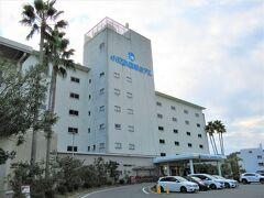 15:05  私だけエンジェルロードの目の前に建つ「小豆島国際ホテル」の裏で降ろしてもらいます