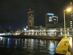 19:45   約1時間の乗船で高松港着