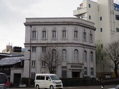 <金沢文芸館> いきなり旨キュンな建物。 あとから調べたら旧石川銀行、今は文芸館になっているみたい。