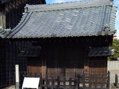 「旧太田宿本陣門」11:46通過。 門が残ってます。