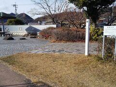 「土手沿いにある行幸公園」12:55~13:05 トイレ・ベンチ有。もぐもぐ休憩。