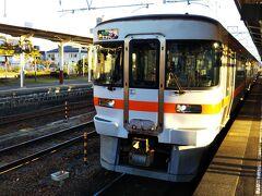 終点、新宮駅に到着☆  ここからは電車ではなく、ディーゼルカー「キハ25形」に乗り換え☆  新宮駅を境にJR西日本と東海に分かれており、西日本側は電化されていますが、東海側は非電化です。