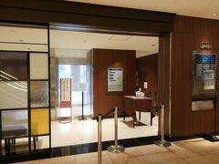 本館一階ロビー横に、三ノ宮や新神戸駅との無料シャトルバス乗り場があります。