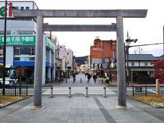 まずは伊勢市駅前から続く、「伊勢神宮外宮(げくう)参道」を通って、外宮を目指します。