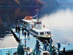 遊覧船乗り場です。 奥只見湖遊覧船( http://okutadami.co.jp/boat/introduce.html   )   今回は「奥只見周遊コース」(  http://okutadami.co.jp/boat/route_okutadami.html )に乗船しました。