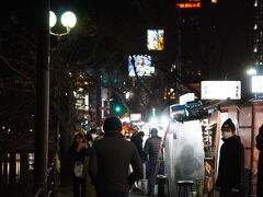 同じような店が並んで、歌舞伎町のように客引きに声を掛けられる。。