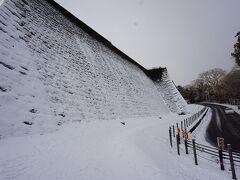 石垣が見えてきた~ 雪化粧がきれい(*´Д`)