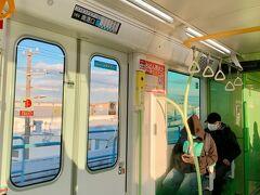 ロッカーに預けたスーツケースをpick upして、西梅田駅から大阪メトロ四つ橋線に乗ります。 終点の住之江公園駅まで行ってからニュートラムに乗り換えたけれど、考えてみたら、さんふらわあの乗り場は、トレードセンター前駅が最寄り。 めっちゃ遠回りしちゃったよ…。