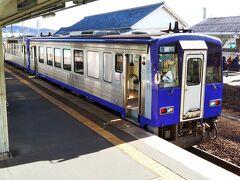途中の「伊賀上野駅」に到着☆キハ120形☆ ここで伊賀上野城を観るために途中下車します。