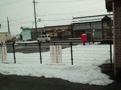 会津若松、喜多方をすぎると雪深くなってきた