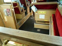 仙台の観光スポットなどをぐるぐると巡るバス、るーぷる仙台の中から。 混んでいると大変かもしれませんが、凝ったデザインとなっております。
