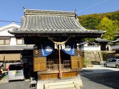 胡堂です。 町並み保存地区の北の外れ照蓮寺の手前にあります。 映画のロケで使われるお堂らしいです。 建物的には神社ですね。 道路に付きだして建っていて歴史を感じさせます。