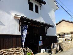 藤井酒造 、酒蔵交流館です。 中はお酒や食器などを販売していてレストランも有ります。