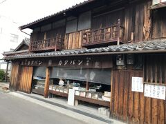 明治時代から続いている熊岡菓子店。