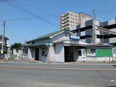 終点甘木駅。 西鉄の駅舎としては現存最古の1948年に建築のもの。