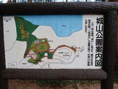 6<城山公園> 城山公園は二俣城の跡に整備された公園で、春には100本のソメイヨシノが咲く桜の名所です。史跡公園なので、遊具などはありません。