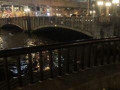 大江橋  堂島川にかかる橋です。国の重要文化財に指定されてます。堂島浜と中之島を結ぶ御堂筋(国道25号)に架かる橋。 同僚と淀屋橋で別れて中之島遊歩道を西に向かって帰ります。