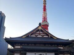 東京タワー近くにある増上寺にやってきました。 息子がやっと歩き始めたころ、家族でこちらに来たことがあります。 その時は牛柄のかわいい洋服を着ていたため、外国の方から写真を撮らせてほしいと言われたなぁ。 馬子にも衣装だな。