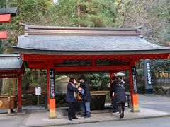 箱根神社にお参り、手水場はひしゃく無しになっってます