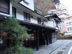 でもって泊まりは一の湯さん  本館はいちばん古い建物なのでエレベータなしの4階建てです。本当に昔の旅館って雰囲気  春頃にクラウドファンディングでもらってた宿泊券を使わせてもらいましたが、なんとGotoの対象にもしてもらっててえらく安く泊まれました。  https://camp-fire.jp/projects/view/247718