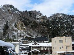 え~っ  こんな山(というか崖)にお寺が点在してるなんて・・・ 40分しかないけどおみやげ取れるかしら。