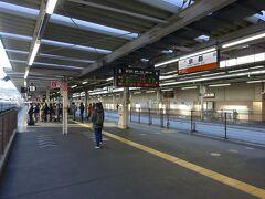 さて、ここから再び奈良方面に南下し、大和八木まで行きます。 京都から大和八木なら、近鉄線・・・  いいえ、また奈良線ホームにやってきました(笑)