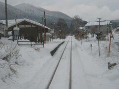 見えてきましたぞ、私的には令和最初にやって来た島根県の駅(単に通り過ぎるだけ)です。