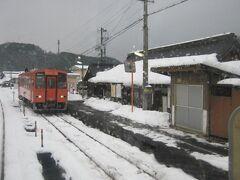 で、次の出雲横田駅にて、列車交換がありました。