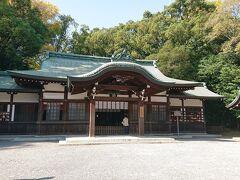 鳥居の左側にある上知我麻神社からよりました 知恵の神様だそうです。学問にご利益あるのでしょうか?