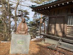 一茶の銅像もあります。  15歳の時、奉公のため江戸に出て俳諧に出会い、与謝蕪村と並ぶ江戸時代の俳諧師のひとりとなったーwiki
