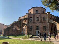 おまちかねのサンヴィターレ聖堂に参ります。 ビザンツ様式の代表的建造物。