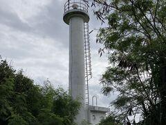 黒島灯台へ・・・草が生い茂っているので遠目に見て終了。。。