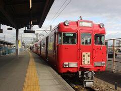 名古屋駅前に1泊して、翌朝は名古屋鉄道に乗って新可児駅へ。 新可児駅からの名鉄広見線は2両編成のワンマン電車のローカル線。 廃線のうわさもある路線です。 乗客は2両に数人しか乗っていませんでした。