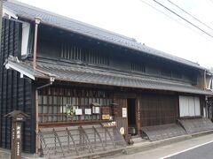 「みたけ館」のすぐ横にある「商家竹屋」。 江戸時代からの商家だったところです。