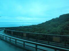 出発後ノンストップ 40分くらいでニライカナイ橋までやってきました