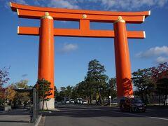 ●平安神宮大鳥居@岡崎公園  いつ来ても、何度来ても、見上げてしまうこの鳥居。 高さは、24.4mあります。 日本で8番目に大きな鳥居になります。