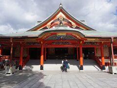 ●大阪成田山不動尊  この場所は、大阪市から見て、鬼門(北東)の位置。 鬼門除けで有名な千葉県の「成田山新勝寺」に別院の建立を依頼し、現在の成田山不動尊が誕生したそうです。 以前は、「香里遊園地」という遊園地が存在したのですが、鬼門の位置から、不評だったそうで、建立をきっかけに、別の場所に移動されたようです、それが現在のひらパーになるそうです。