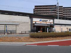 JR総持寺(じぇいあーる そうじじ)駅    駅本屋 該駅は、平成30年(2018年)3月17日開業である。 https://www.jr-odekake.net/eki/top?id=0610157