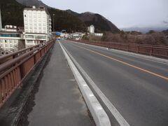 12:03 次にやって来たのは、大吊り橋の上流にある'楯岩橋'です。