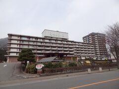 こちらは、昔、ホテルニューお・か・べ♪のCMで有名になった旧ホテルニュー岡部です。 今は、房総を拠点とする'三日月'が買収し、きぬ川ホテル三日月になりました。