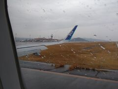 長崎はー、今日も雨だったーぁ  定刻にランディング。 クールファイブの歌は、正しかった。 はい、雨です。