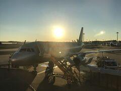 アクセス特急で成田空港へとやってきました。 搭乗開始時刻が7時20分に対して空港第二ビル駅到着が6時52分と少し攻めちゃいましたが、無事に7時10分頃に搭乗ゲートに到着しました。
