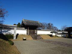 水戸城前には藩校の弘道館