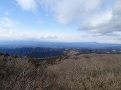 展望台からの景色。晴れていれば日光や那須の山々が見えるようですが、あいにく雲がかかっていました。