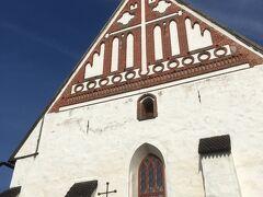 午後はバスに乗ってポルヴォーへ、これは大聖堂。可愛らしい。