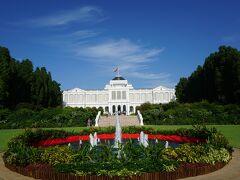 大統領官邸です。  天気が良く、とても良い写真が取れましたが、 暑かったです。