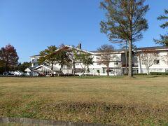 休暇村蒜山高原の外観です。休暇村蒜山高原には本館とロッジ館があり、写真はロッジ館の外観です。宿泊したのはロッジ館です。