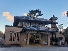 こちらは琴電琴平駅です。晴れてるけど風が強くて寒く感じます。